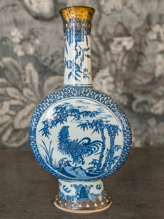 18 18th CENTURY CHINESE VASE, 9 INCH, HARDWICK HALL by Alan Cork