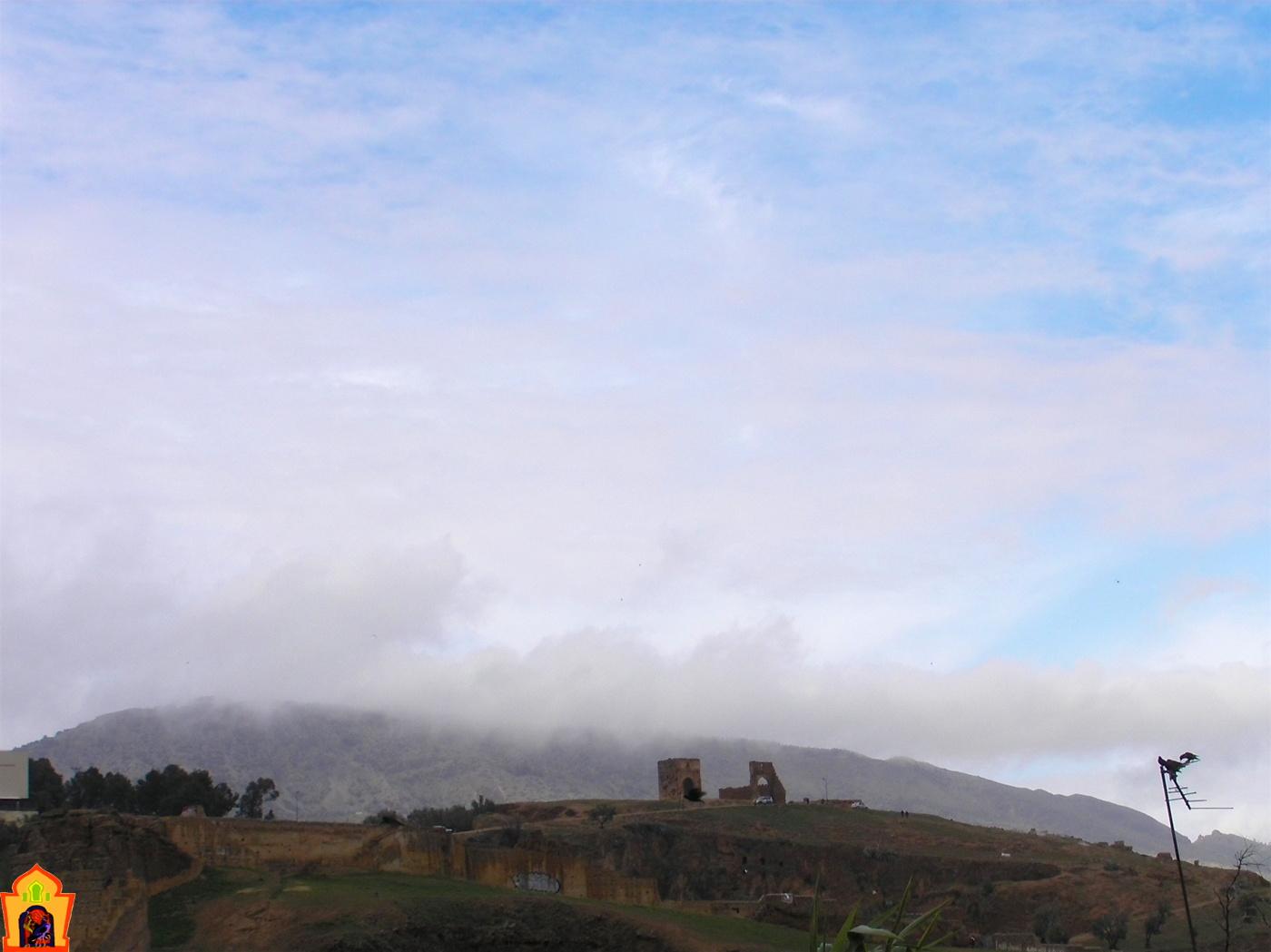 ruines mérinides sous les nuages