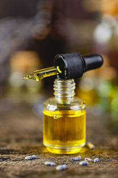 glass-bottles-with-aroma-oil-XC3AESF.jpg