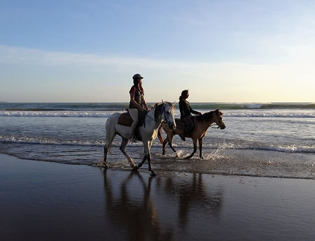 walk-on-the-beach-1434044-1920-794x609.j