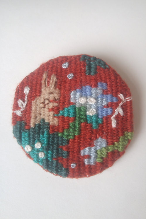 Broche lapin rouge