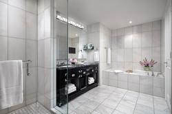 ST REGIS: SUITE MASTER BATHROOM