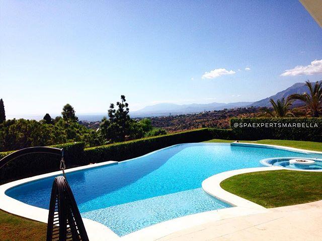 las vistas desde la piscina de uno de nuestros queridos clientes