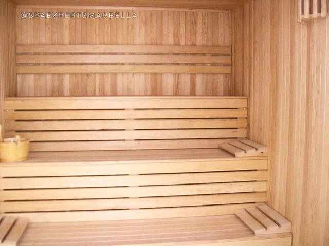 Construcción de una sauna con bancada a tres alturas para uno de nuestros_