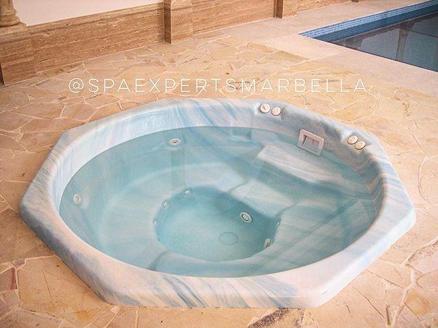 Spa de encastre con skimmer de interior y piscina que instalamos_