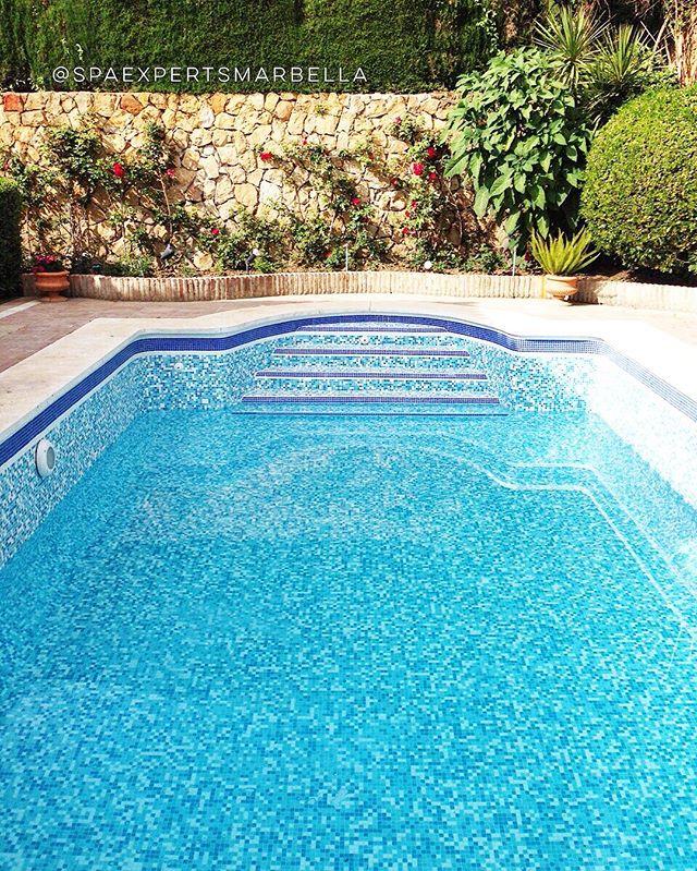 la piscina de nuestro nuestro cliente está llenan