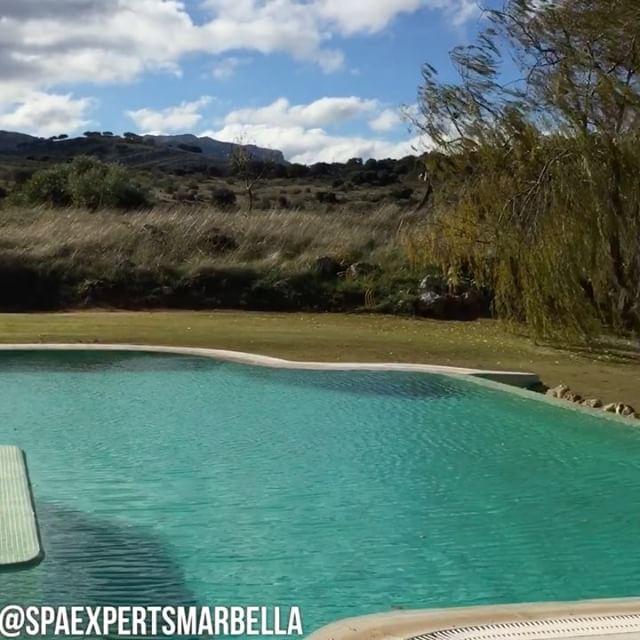 Visitando una de nuestras construcciones de piscina y jacuzzi en isla