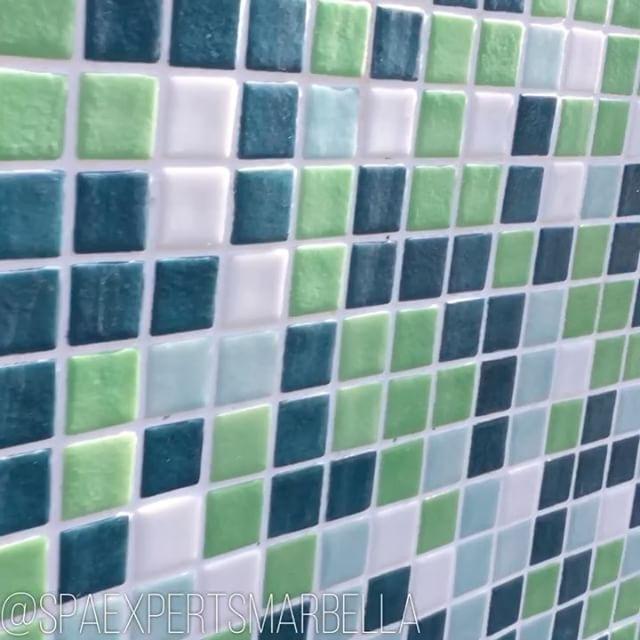 Video de esta combinación de alicatado mosaico para e