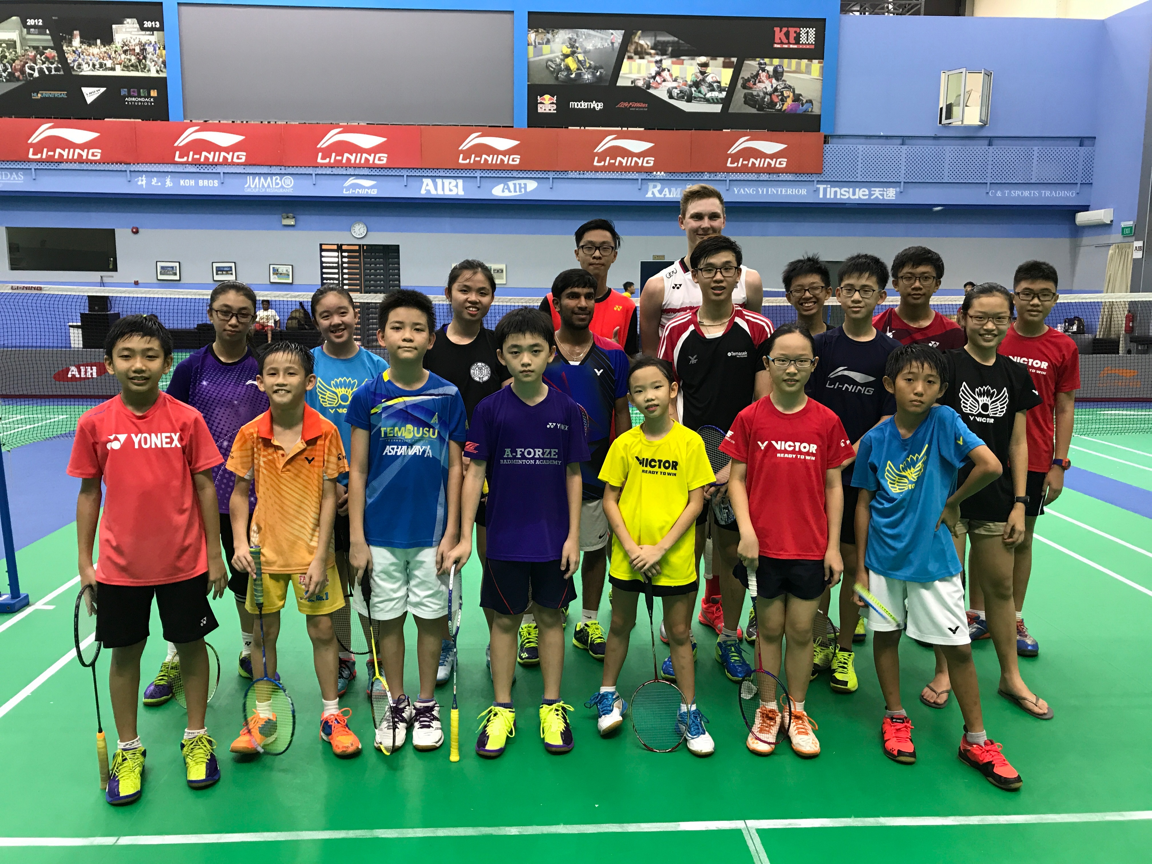 090417 Team Photo with Viktor Axelsen