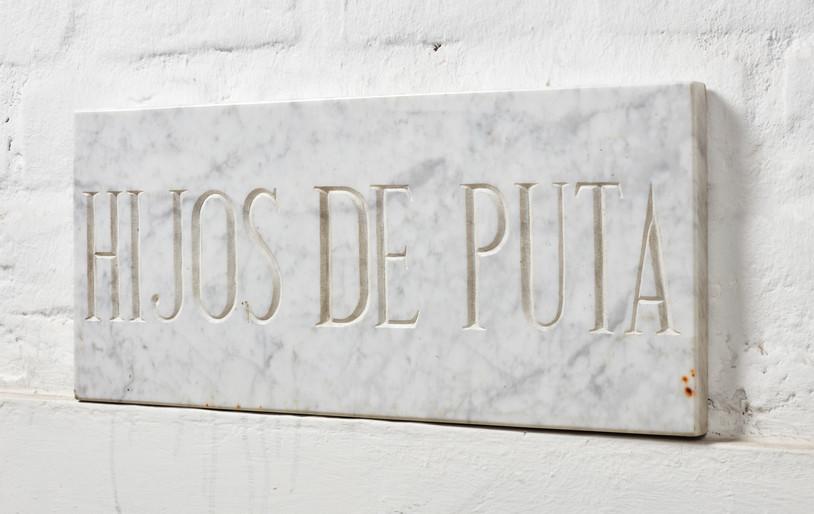 Alberto Casari Sem título, 2003  Inscrição em mármore  65 x 35 cm