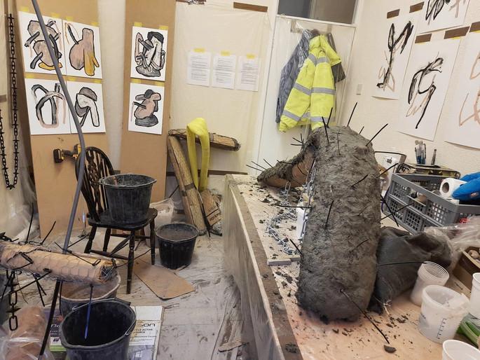 Vista do ateliê do artista na residência em Abingdon Studios, Blackpool, Reino Unido, 2021.
