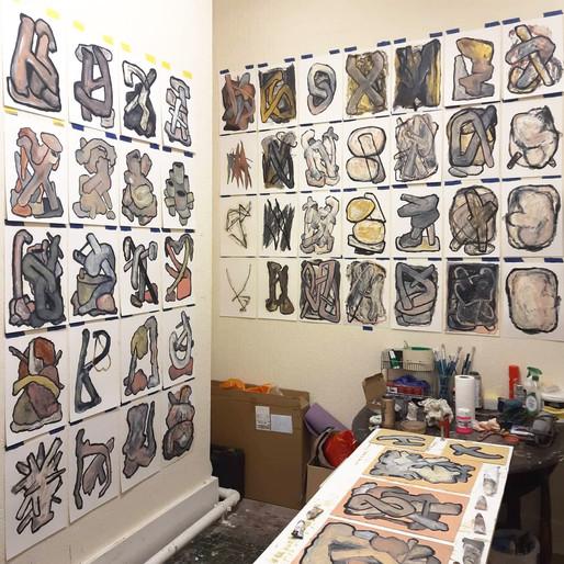 Vista do ateliê do artista na residência em Abingdon Studios, Blackpool, Reino Unido, 2020.