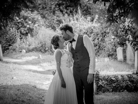 5 Wedding Posing Tips for Couples