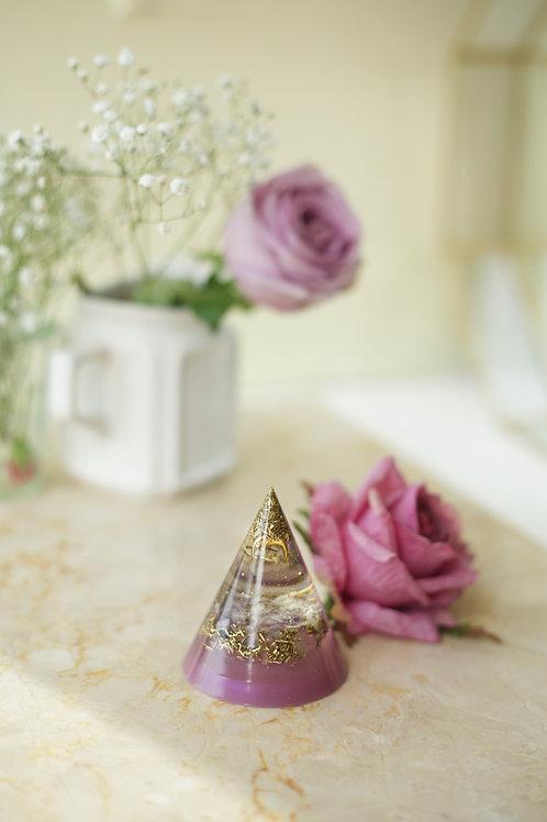 Lila Koni Piramit