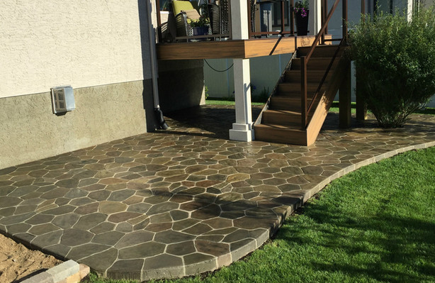 Stamped concrete patio in Field stone
