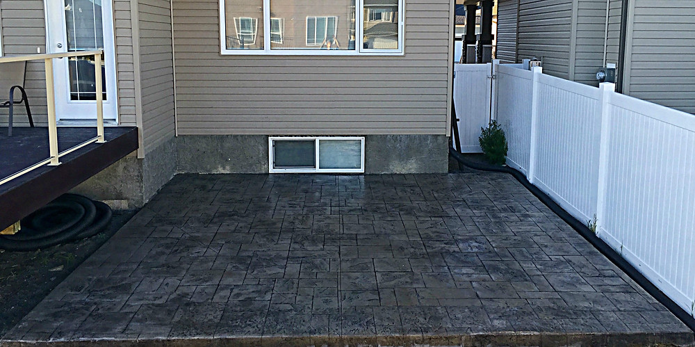 Stamped Concrete Patio finished in Ashlar Slate and several tones of beige and charcoal finish off this yard perfectly.