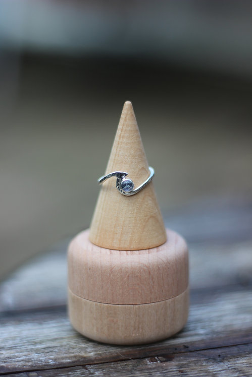 HAMMERED MOON STONE WAVE RING