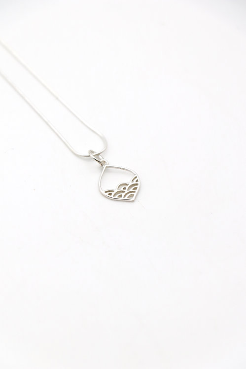 SUMMER WAVES NECKLACE