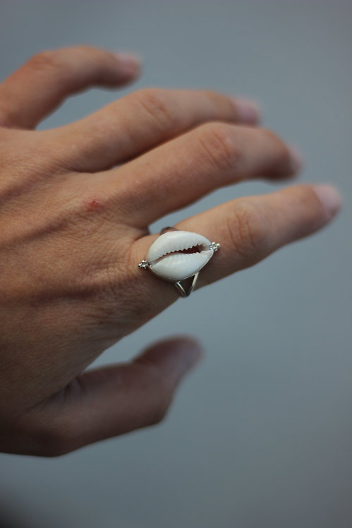 BALI COWRIE SHELL RING 2 US SIZE 9