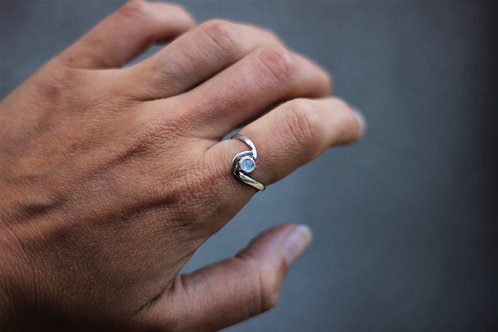 MOON STONE WAVE RING