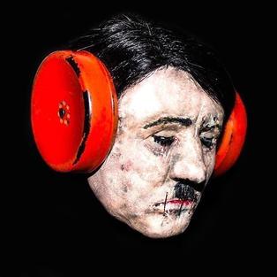 Hitler, 2012