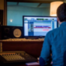 Foto audio engineer in muziekstudio