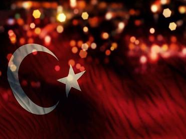 الليرة التركية تتراجع 2% لتسجل مستوى قياسياً جديداً
