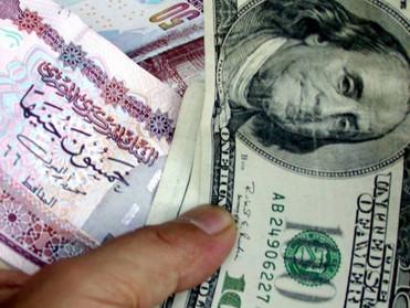 الجنيه المصري يرتفع أمام الدولار الأمريكي في 8 بنوك