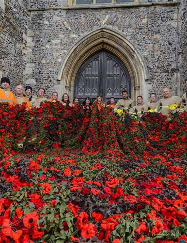 crochet poppies 1.jpg