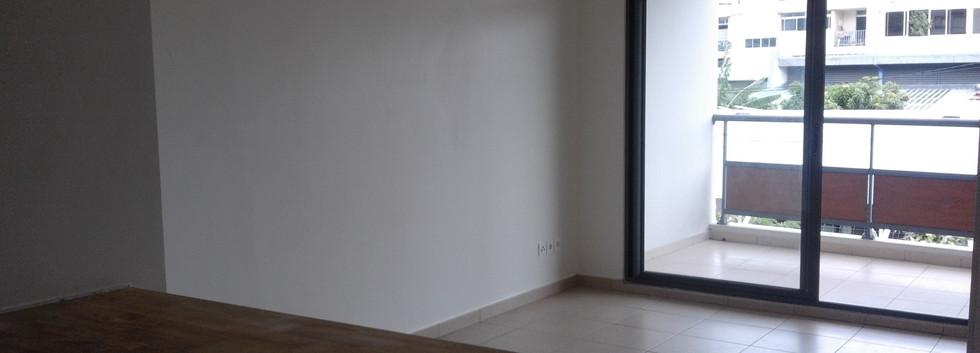 salle de douche vers salon.jpg