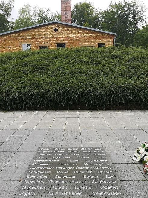 Дора. Плита наций напротив крематория.