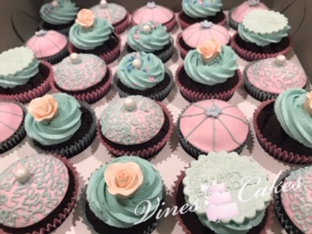 DECORATED DELUXE CUPCAKES