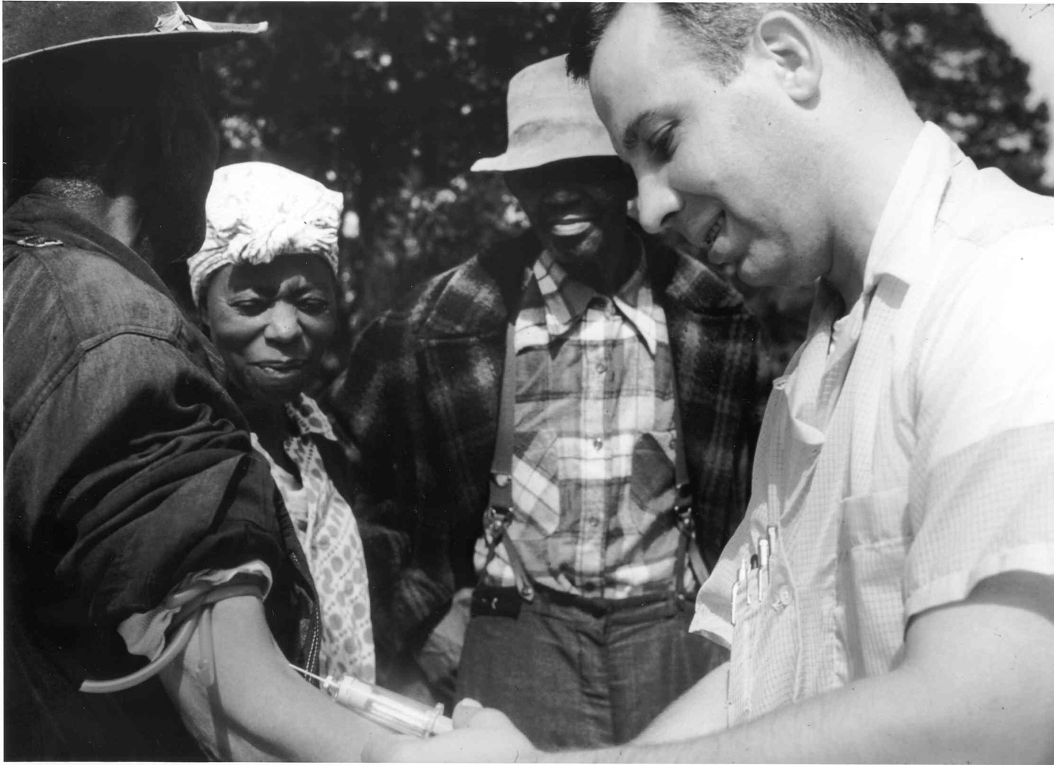 Tuskegee-syphilis-study_doctor-injecting