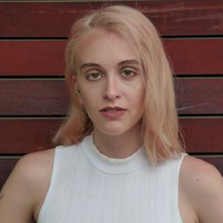 Tavia Christina