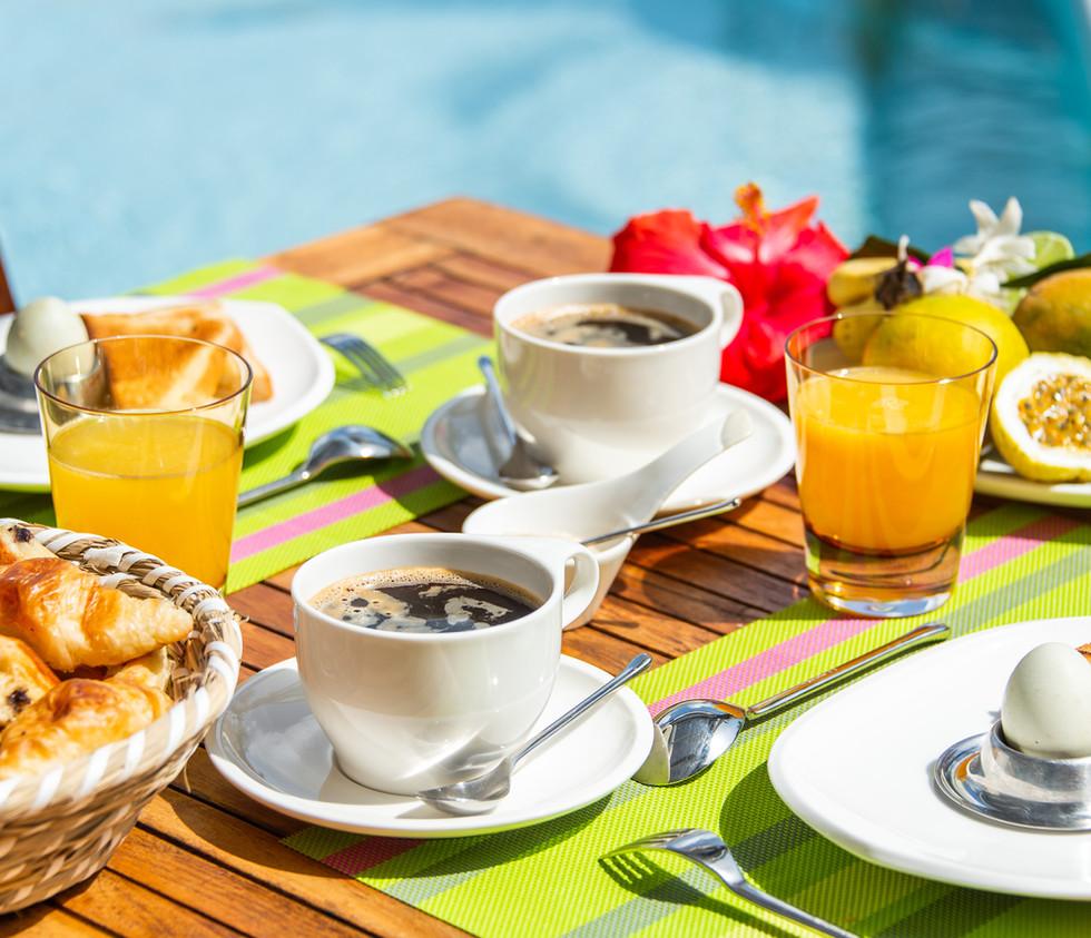 frühstück_caféÌ _croissant_frucht_oe