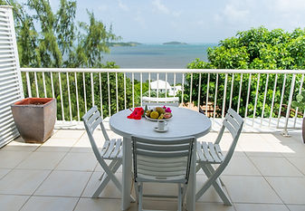 Chambre avec terrasse vue mer à l'Hôtel Frégate Bleue Martinique
