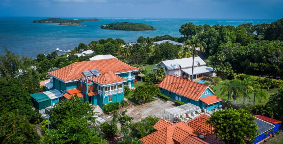 vue aerienne drone hotel fregate bleuevu