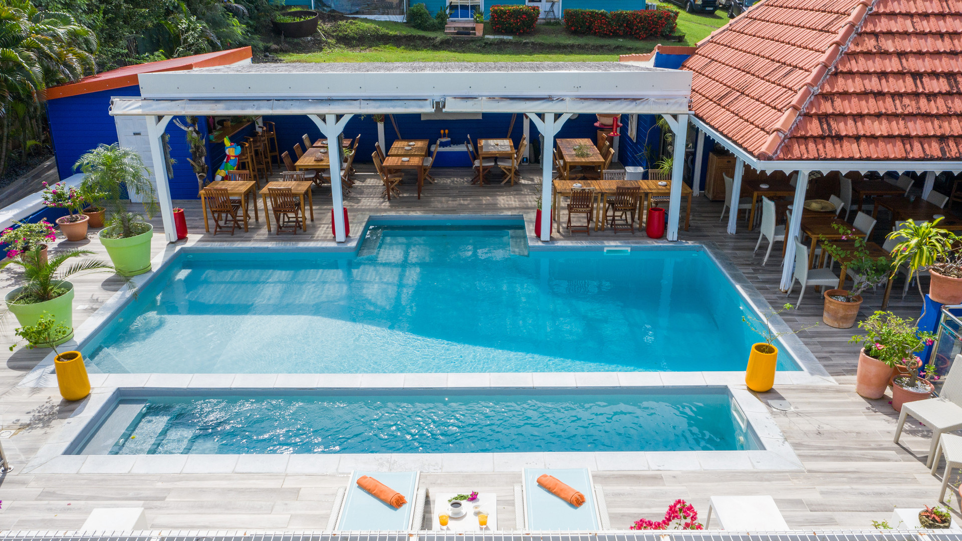 Vue drone piscine Hôtel Frégate Bleue Martinique