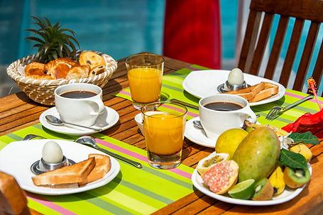 Petit déjeuner restaurant à l'Hôtel Frégate Bleue Martinique