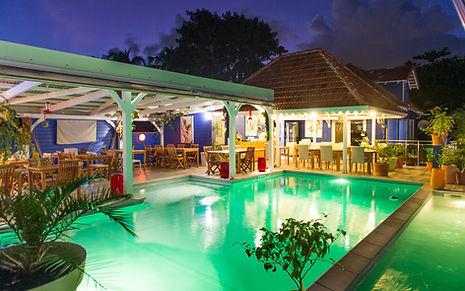 Restaurant piscine de nuit Hôtel Frégate Bleue Martinique