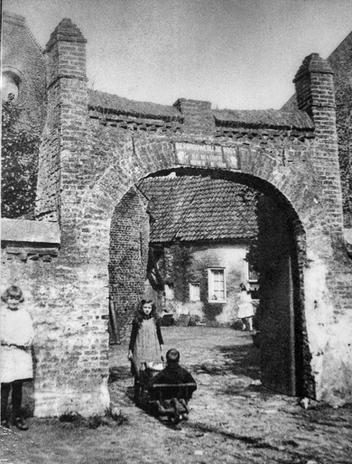 Binnenplaats Roos 1928.bmp