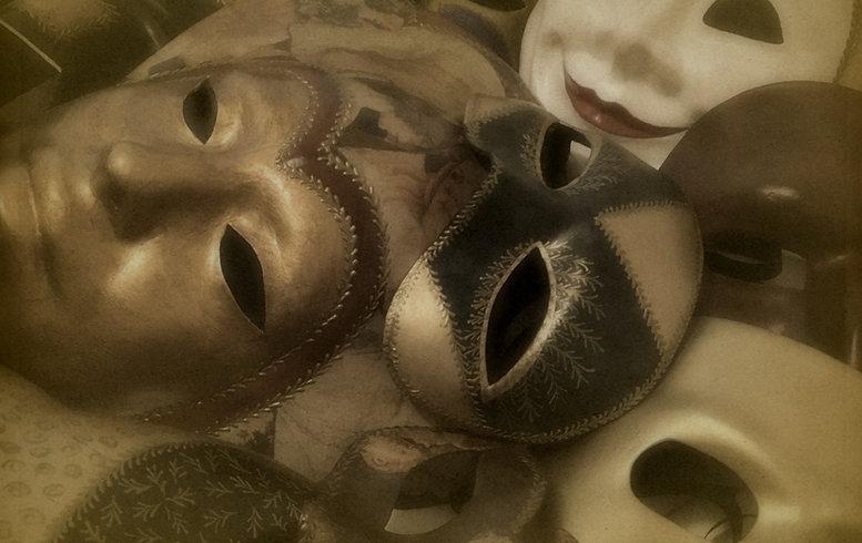 Arte di Venezia - A mascareira executa máscaras venezianas do Carnevale di Venezia - La Serenissima - Carnaval de Veneza - Atelier