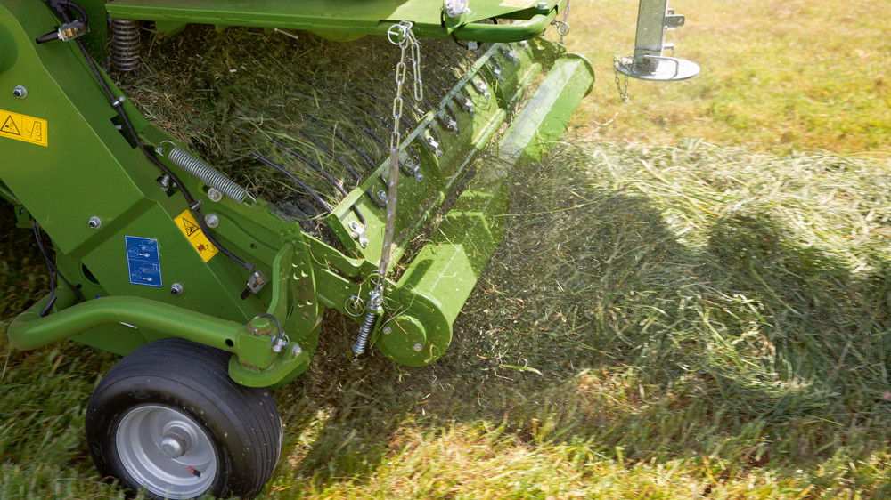 Pick up system on a Comprima Round Baler picking up Grass
