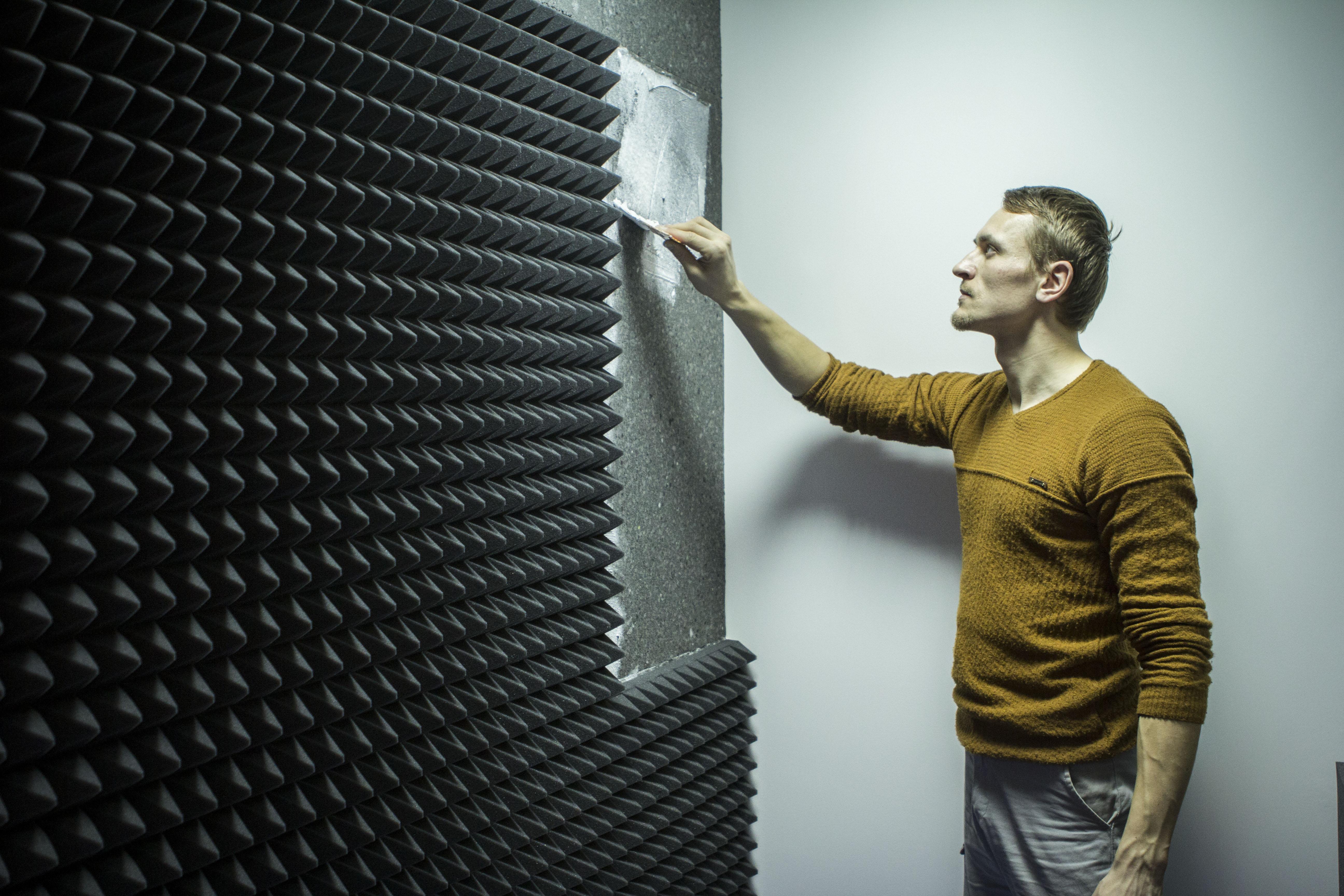 Монтаж акустического поролона