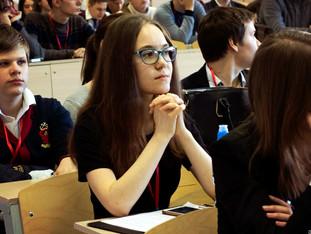 Студентка 5 курса УрФУ Надежда Анохина представила совместный проект лонгитюдного исследования МГППУ