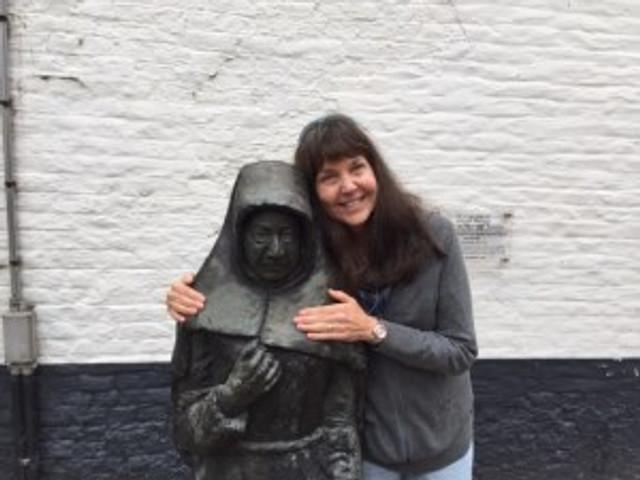 Hugging the statue of Marcela, the last Beguine