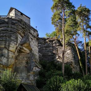 Burg Sloup – Felsenburg und Einsiedlerstein