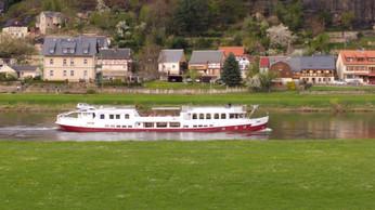 Terrassenblick auf Hotelschiff