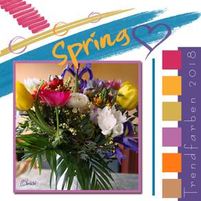 Frühlingsblumen mit Trendfarben