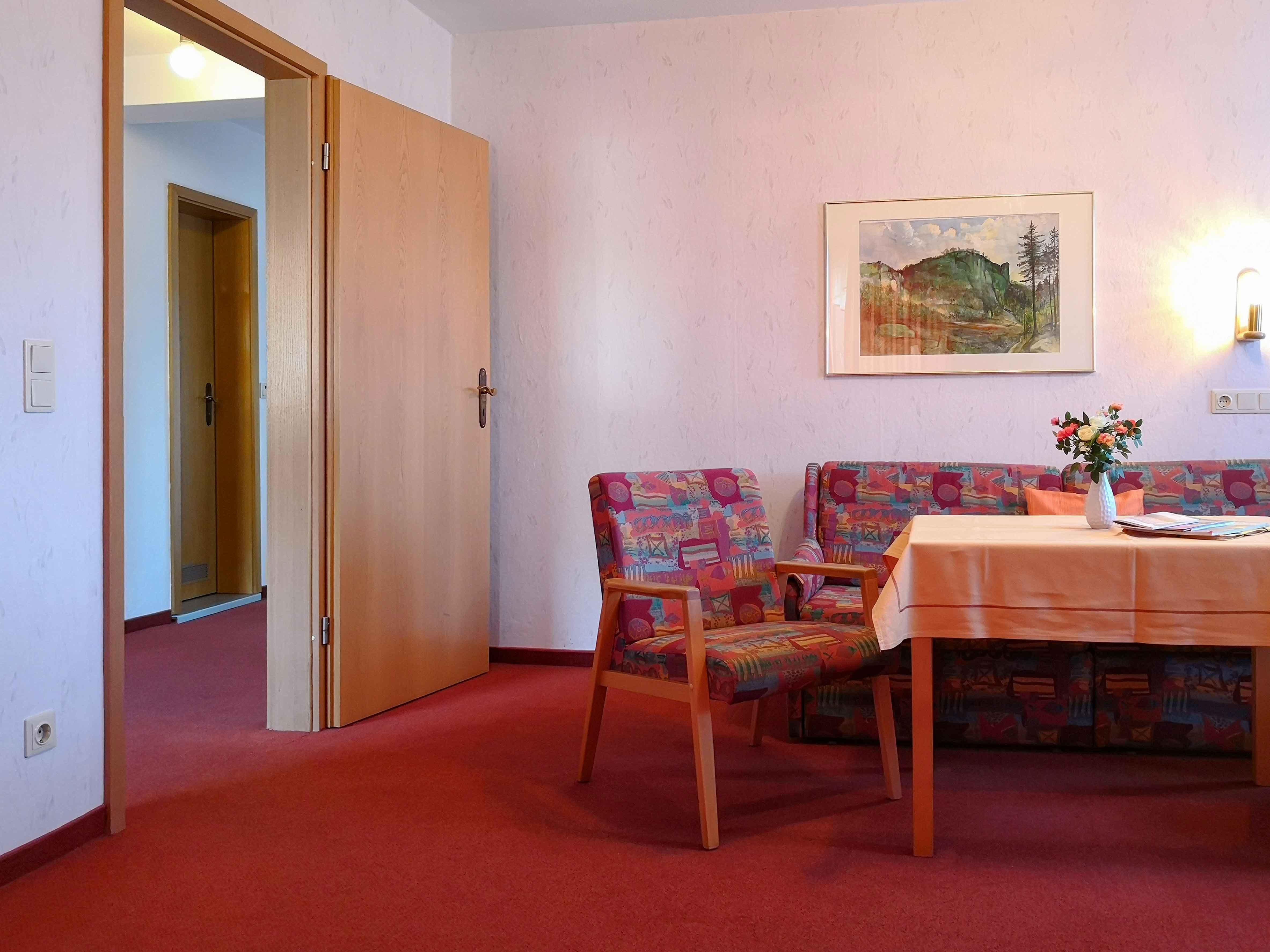 FeWo_Liliensteinn_Wohnzimmer_Blick_zum_ Flur